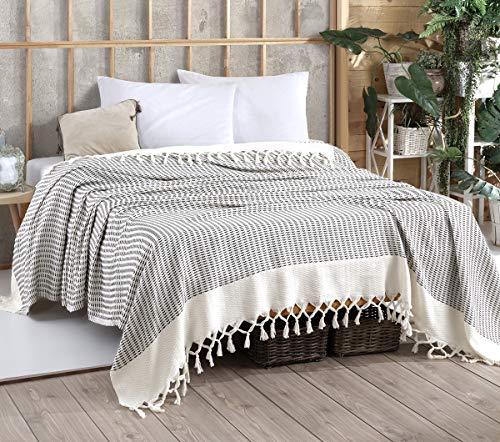 Belle Living Vina Tagesdecke Überwurf Decke - Wohndecke hochwertig - perfekt für Bett & Sofa, 100prozent Baumwolle - handgefertigte Fransen, 200x250cm (Armygrün)
