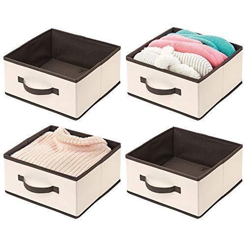 mDesign 4er-Set Aufbewahrungsbox fürs Kleidung – praktische Ordnungsbox aus Stoff mit Griff – Faltbare Box zur Kleideraufbewahrung im Schlafzimmer – cremefarben/braun