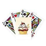 Galletas con chocolate cereza y póquer de hielo jugando Magic Card Fun Juego de mesa