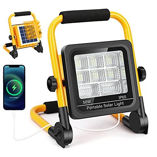 Projecteur LED Rechargeable Solaire 50W, 5500LM Projecteur de Chantier, 6500K Blanc, IP65 Imperméable, Rotation à 360°, Lampe Chantier à Luminosité Réglabl