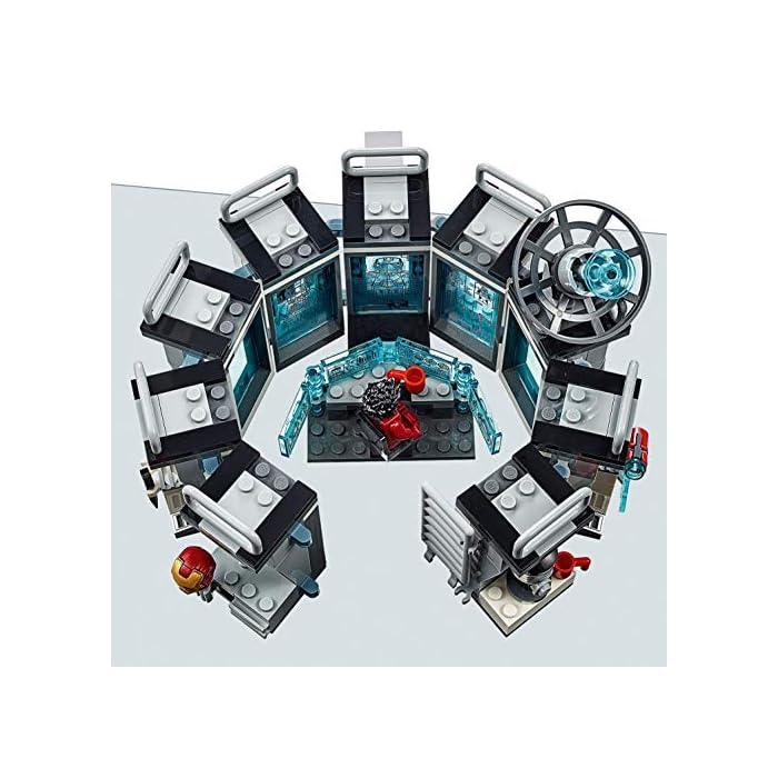 51TY7D9LPLL Incluye 6 minifiguras del universo Marvel: Iron Man MK 1, Iron Man MK 5, Iron Man MK 41, Iron Man MK 50 y dos Outriders. Este juguete de superhéroes para construir contiene un laboratorio de Iron Man con módulos desmontables que se pueden combinar y apilar de muchas maneras diferentes para crear experiencias de juego alternativas. El laboratorio de Iron Man incluye una plataforma giratoria con 2 brazos robóticos articulados; una mesa con una pantalla de color azul translúcido, silla para una minifigura y taza; un módulo de cocina con licuadora para preparar batidos para construir y taza; un módulo de armería con un cañón, una potente mochila propulsora y un elemento que representa el rayo de energía para las minifiguras; un módulo de almacenamiento de herramientas con llave inglesa; módulos para guardar las armaduras de Iron Man; una antena de radar; barreras de seguridad; y un extintor y 2 elementos que representan las llamas.