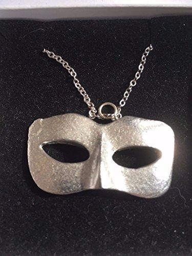 Donna maschera masquerade sfera misura 2.5cm x 4.2cm TG233peltro inglese su una 45,7cm collana a catena placcata argento Posted by US Gifts For All 2016from Derbyshire UK