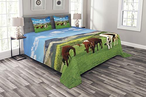 ABAKUHAUS Das Vieh Tagesdecke Set, Kuh Natur Zusammensetzung, Set mit Kissenbezügen Sommerdecke, für Doppelbetten 264 x 220 cm, Mehrfarbig