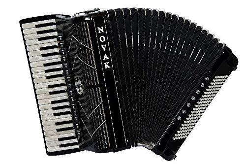 Novak Piano-Akkordeon Classic-Exclusivmodell. 120 Bässe, 41 Diskanttasten, 5-chörig, Cassotto, 15 Register, 7 Bassregister, Spitzenmodell, A-Mano-Stimmplatten, mit Similie-Steinen und Novak-Balgdekor
