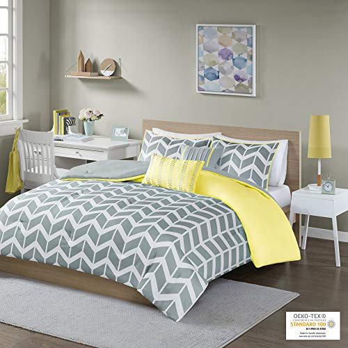Intelligent Design Cozy Comforter Geometric Design Modern All Season Vibrant Color Bedding Set with Matching Sham, Decorative Pillow, Full/Queen, Nadia Yellow, 5 Piece