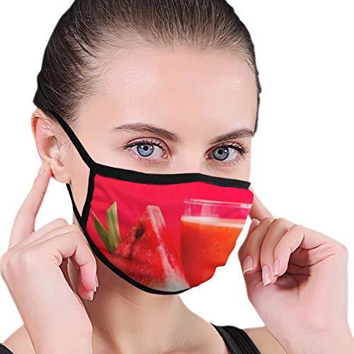 Dataqe Watermeloen Shake Gevulde Glas Beker Naast Gesneden Watermeloen Fruit Op Bruin Oppervlak Maskers Doek Masker Voor Stofbescherming Katoen Wasbaar Herbruikbaar Voor Mannen En Vrouwen Universeel