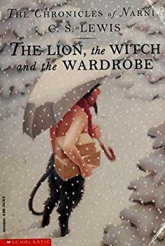 Paperback The Lion, the Witch and the Wardrobe (The Chronicles of Narnia, Book 2) Book