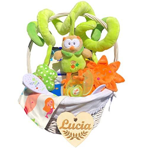 Canastilla bebé recién nacido niño o niña modelo Primavera, con corazón personalizado de regalo, espiral de felpa, cepillo y peine, bandana, pañales Dodot y toallitas, chupete y porta chupetes.