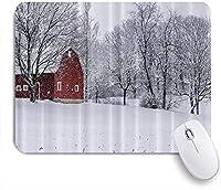 GUVICINIR マウスパッド 個性的 おしゃれ 柔軟 かわいい ゴム製裏面 ゲーミングマウスパッド PC ノートパソコン オフィス用 デスクマット 滑り止め 耐久性が良い おもしろいパターン (納屋の雪の冬の木の農場の建物)