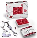 MiK Kartenspiel Frag mich Schatz- Fragenspiel für Paare mit 110 romantischen Fragen - Geschenk für deine Liebe - zeit zu zweit genießen und deinen Partner besser kennenlernen + Schlüsselanhänger für 2