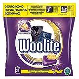 Woolite Detergente Lavadora Especial Cuidado Ropa Oscura, Negros y Vaqueros - 22 Capsulas