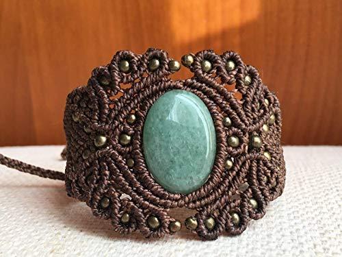 Brazalete macramé marrón hecho a mano con aventurina verde,hilo encerado y cuentas metálicas .Cierre ajustable.Pulsera ancha, pulsera con piedra, pulsera artesana,pulsera macramé