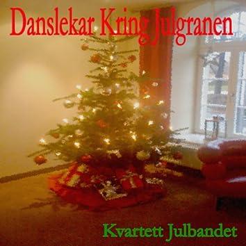 Danslekar kring julgranen
