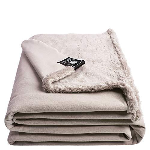 Reborn Bliss-Decke – Kunstfell Kuscheldecke – flauschige und luxuriöse Fellimitat-Decke mit glatter Rückseite - 140x190 cm – 090 clay – von 'zoeppritz since 1828'