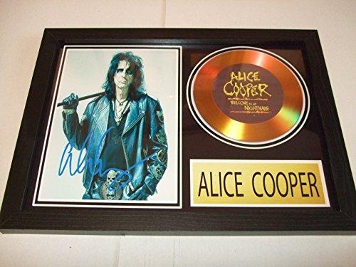 Goldscheibe mit Signatur von Alice Cooper.