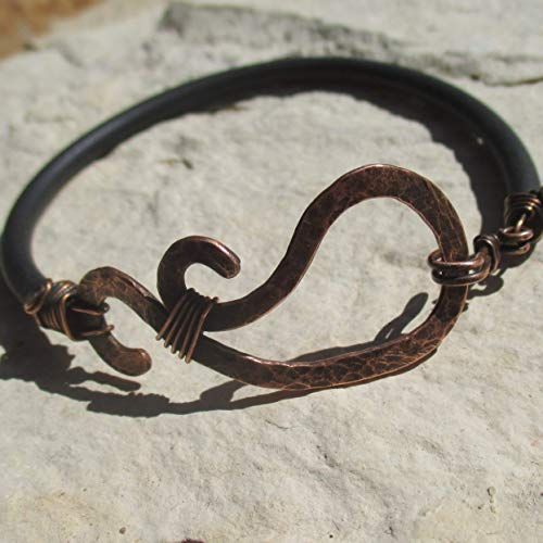 Armreif mit Ornament aus Kupfer