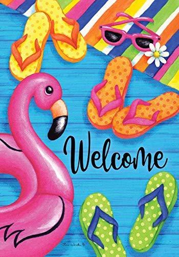 Bienvenida de verano de decoración personalizada - Flamingo y chanclas - Tamaño del jardín, bandera decorativa de doble cara, con licencia y con derechos de autor - Impreso en The USA Inc. - 12.5