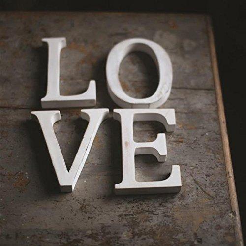 """Letras de madera blanca """"Love"""" para la decoración de bodas"""