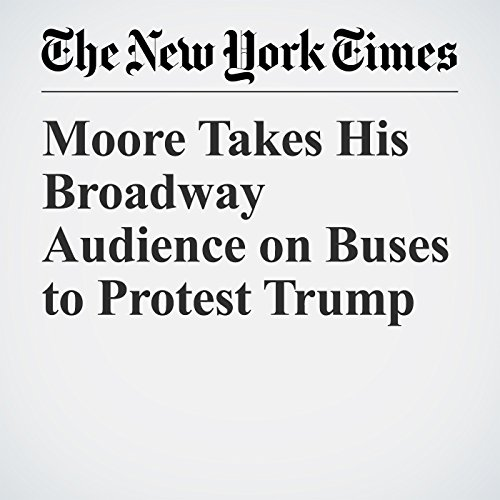 Moore Takes His Broadway Audience on Buses to Protest Trump copertina