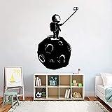 zhuziji Space Universe Decalcomania da Muro Vinile Luna Astronauta Selfies Adesivi murali Adolescenti Decorazioni per la Camera dei Bambini Arte Impermeabile Murale96x63cm