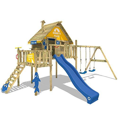 WICKEY Parque infantil de madera Smart Resort con columpio y tobogán azul, Casa sobre pilares de exterior con escalera para niños
