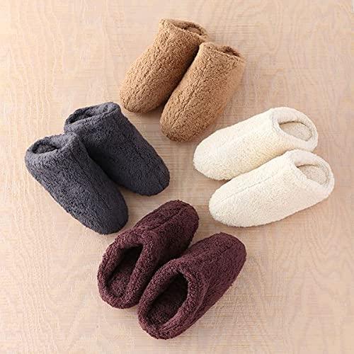 ふわふわとした質感は綿のタオル生地を使っているから。足の甲から足首までカバーしてくれるから、暖かく感じます。化繊にはない吸水性も魅力です。