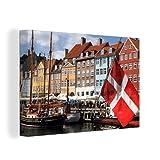 Leinwandbild - Die dänische Flagge in den Straßen von Kopenhagen - 60x40 cm