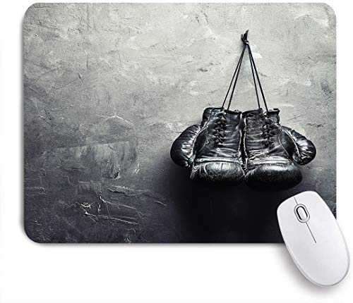 Dekoratives Gaming-Mauspad,alte Boxhandschuhe hängen mit Kopie space am Nagel an der Wand,Bürocomputer-Mausmatte mit rutschfester Gummibasis