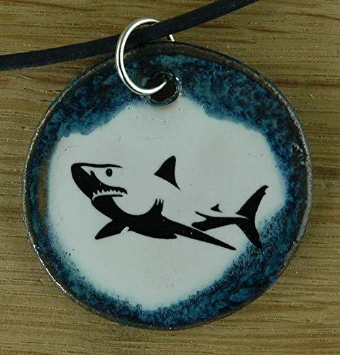 Echtes Kunsthandwerk: Toller Keramik Anhänger mit einem Hai; Haifisch, Fisch, Raubfisch, Haialarm, Meer, See, Teich, Wasser, Knorpelfisch, weisser Hai