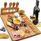 Hurricom - Juego de mesa de queso de bambú con 4 cuchillos de acero inoxidable, bandeja para servir carne, elección perfecta para bodas, cumpleaños, aniversarios