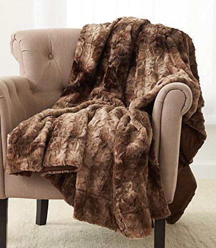 Amazon Brand – Pinzon Faux Fur Throw Blanket