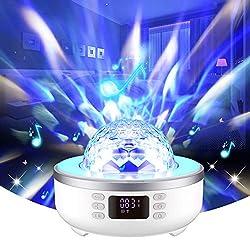 ♫ Projecteur multifonctionnel 7 en 1: projecteur Moon Star (6 films de projecteur en option) + lampe disco rotative pour scène de fête + lampe de table de chevet LED + haut-parleur de musique MP3 Bluetooth + réveil + radio FM + appel mains libres. En...