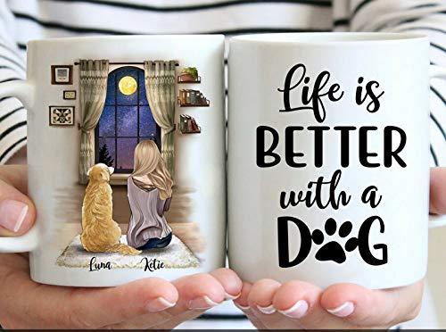 """Taza de café con nombre de perro con texto en inglés """"Life is Better with A Dog"""", personalizable   El mejor regalo para los amantes de los perros   Taza personalizada con el nombre de tu perro"""