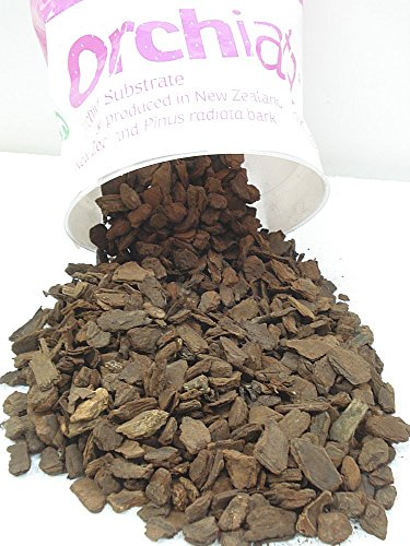 "Orchiata New Zealand Pinus Radiata Bark - Large Chips (3/4"") - 40 Liter Bag (10.5 gallons)"