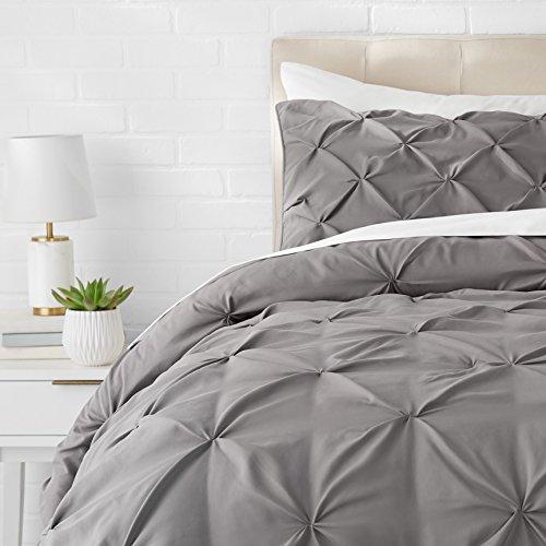 Amazon Basics - Juego de cama con colcha fruncida en pellizco, 135 x 200 cm, Gris oscuro