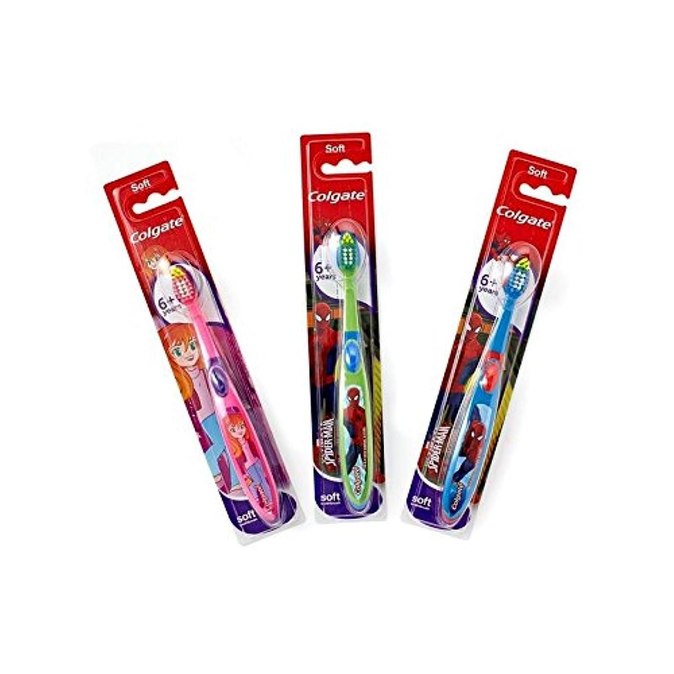 ボルトチキンカナダ6+年の歯ブラシを笑顔 (Colgate) (x 6) - Colgate Smiles 6+ Years Toothbrush (Pack of 6) [並行輸入品]