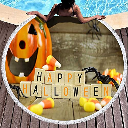 Toalla de playa redonda toalla de playa para mujer, toalla de playa de bebé, bloques de madera feliz de Halloween con maíz caramelo y decoración contra fondo de madera vieja, toalla de