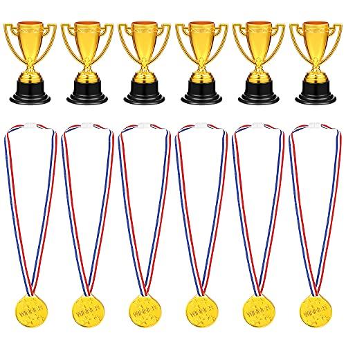 STOBOK 24 juguetes para niños, mini copas de oro y medallas para fiestas, suministros para niños (12 x trofeos + 12 x medallas)