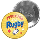 Badgmania Badge 5.9cm Epinglette J'Peux Pas J'Ai Rugby - Ballon Ovale - Fond Orange