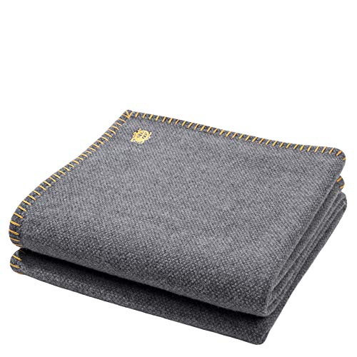 zoeppritz since 1828 Must Stitch-Decke – Wolldecke – edles Plaid aus reiner Schurwolle mit Häkelstich – 150x200 cm – 160 curry