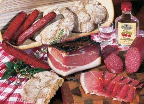 Schwarzwälder Brotzeit 1,2 kg ist eine ganz typisch herzhafte Vesper mit Schwarzwälder Schinken, Kirschwassersalami, Landjäger, Vinschgauer Brot, Kirschwasser, inklusive Marken-Geschirrtuch