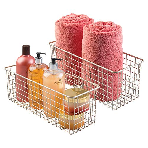 mDesign Caja organizadora de metal – Organizador de baño para toallas, jabón y más – Pack de 2 cestas 40,6 cm x 15,2 cm x 15,2 cm – Accesorios de baño para estantería, armario o cómoda