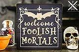 Rummy Lustiges Holzschild 30 x 30 cm, Miniatur Welcome doolish Mortals, Dekoschild für Halloween,...