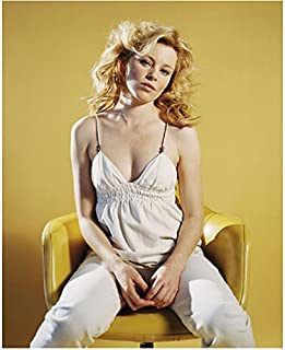 Elizabeth Banks 8 inch by 10 inch PHOTOGRAPH The Hunger Games The Lego Movie The 40-Year-Old Virgin Sitting in Yellow/Gold Chair w/Gold Background kn