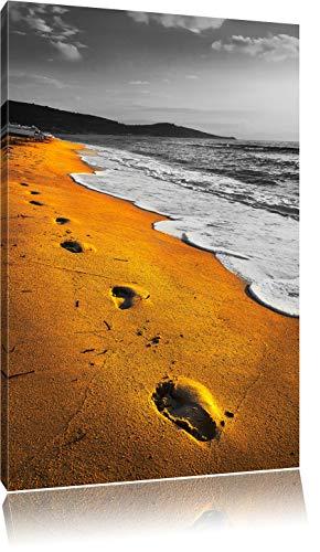 Spuren Im Sand am weiten Meer schwarz/weiß Format: 60x40 auf Leinwand, XXL riesige Bilder fertig gerahmt mit Keilrahmen, Kunstdruck auf Wandbild mit Rahmen, günstiger als Gemälde oder Ölbild, kein Poster oder Plakat