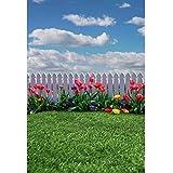 HD 5x7ftビニールの写真撮影の背景ホワイトフェンスチューリップ花緑の芝生芝生白い雲背景ベビーキッズ大人ポートレート撮影結婚式の写真ビデオスタジオ小道具の壁紙
