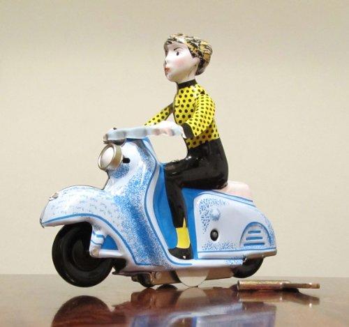 Nostalgie Blechspielzeug Junge Dame auf Motorroller zum Aufziehen