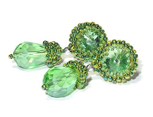 funkelnde grüne Ohrringe Ohrstecker grün im Vintagestil mit Kristallschliffstein handgefertigt handgefädelt