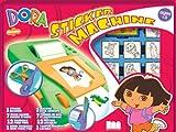 Noris 631 8828 Dora - Máquina de hacer pegatinas con 7 sellos y 12 rotuladores para tela (incluye almohadilla de tinta y cuaderno para colorear)