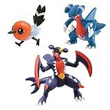 Bizak 30698538 Pokémon - Evolucion Mega-Garchomp, Fletchling y Gabite, pack de 3 unidades, modelos surtidos